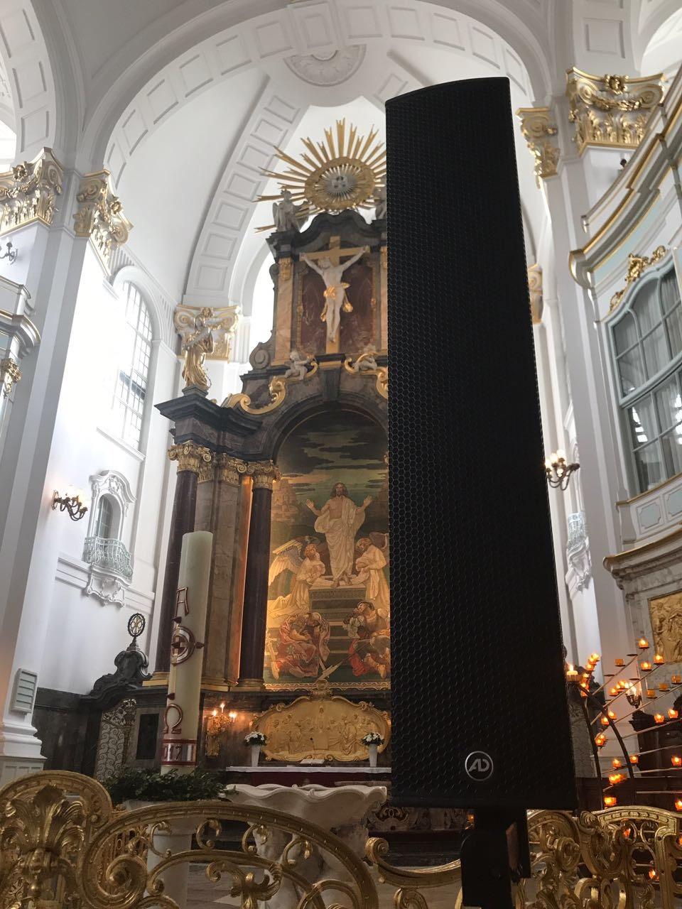 MoGo 2017 Innenansicht des Altars und eines TouringSticks